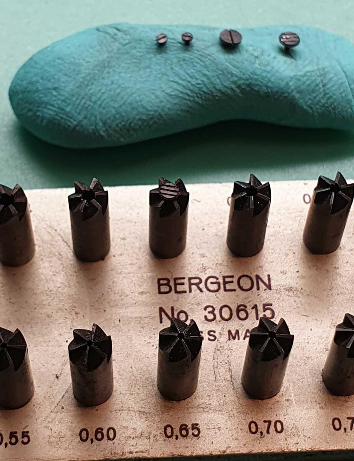 Bergeon tool 30615 schoonmaak van schroeven